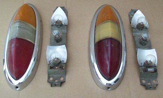 Wartburg 311/113 little boat taillight a pair with lamp holder, used